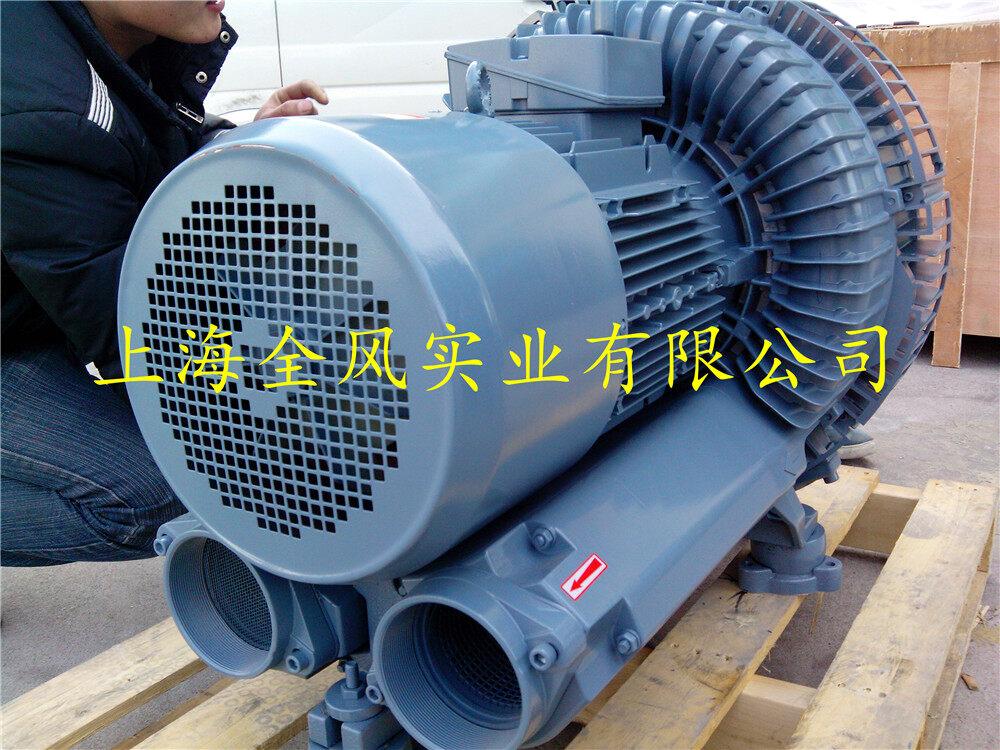 吸粮食专用高压风机 7.5KW大风量高压风机 旋涡气泵 一般分为建筑物用通风机及工业用通风机.两种用途风机的设置环境和设置条件有所不同.故在前期规划时必须充分考虑其特殊性。选定的安装地点及周围环境必须能满足今后维护的需要。 (1)风机设置时应避开多灰、腐蚀性气体、大湿度、太阳直射及风吹雨淋的环境,风机周围地面应保持整洁。风机配套电动机对周围环境要求较高。往往会应为上述原因而降低其性能,故应特别注意。 (2)风机设置在室内时.